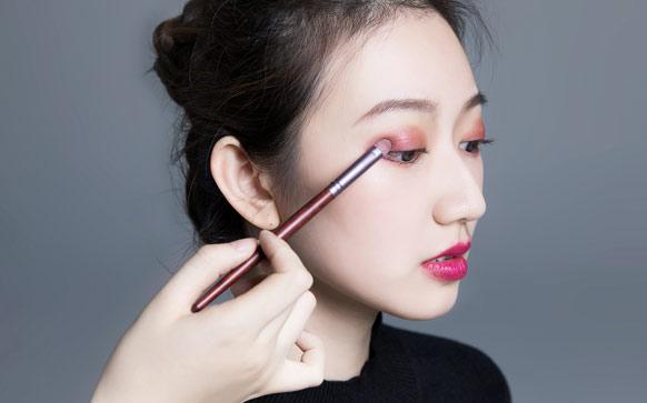 单眼皮如何化好彩妆