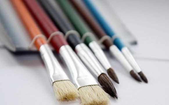 如何成为专业的化妆师