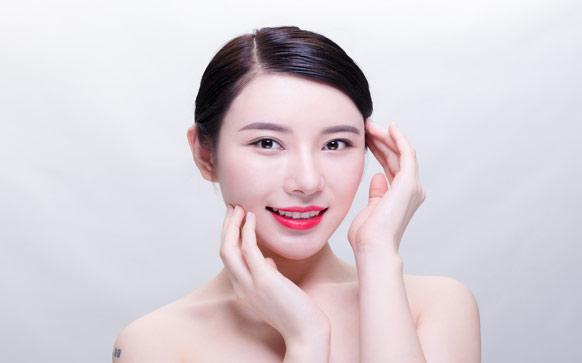 圆脸化妆技巧