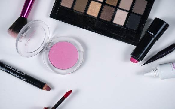 如何画咬唇妆