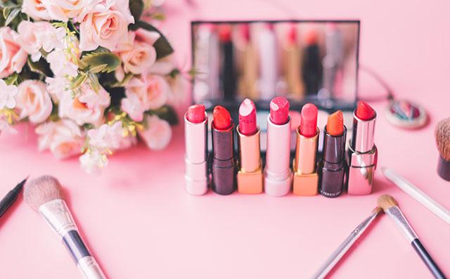 女生化妆需要哪些化妆品